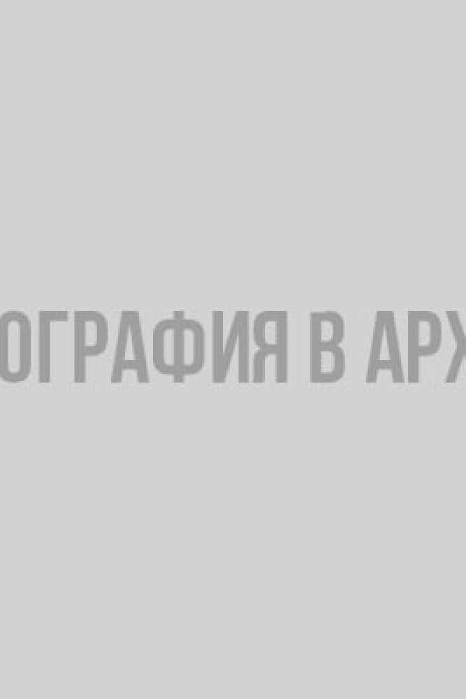 Роман Ермаков (в центре)- победитель групповой гонки