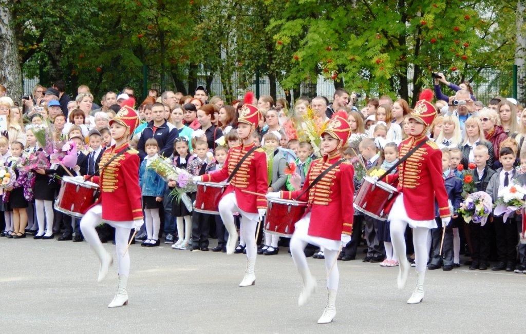Начало линейки_марш барабанщиц