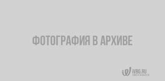 Пожарные тушили горящее здание ночью в Новой Ладоге